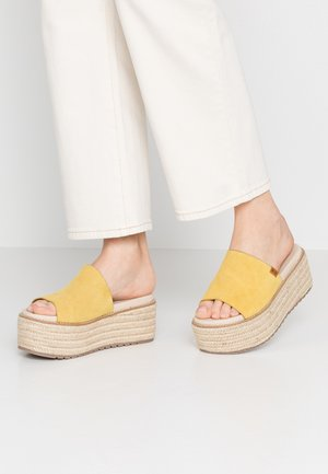 NEWBOR - Pantofle na podpatku - yellow
