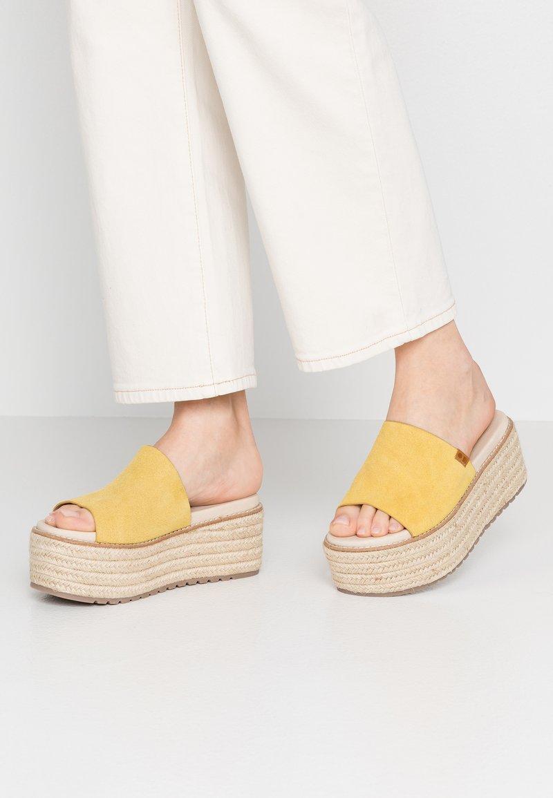 Coolway - NEWBOR - Pantolette hoch - yellow