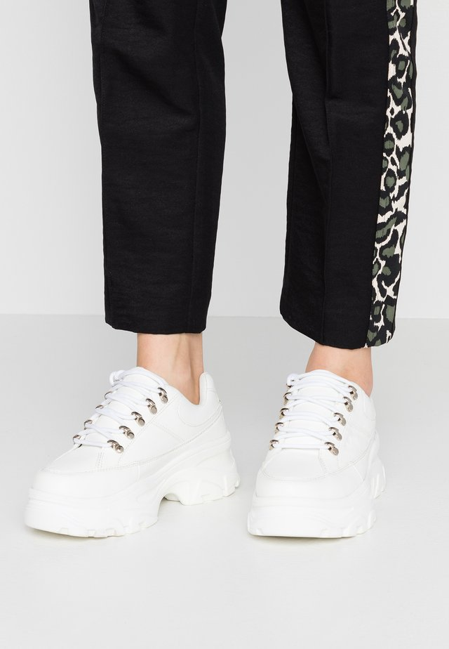 WANDER - Trainers - white