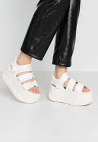 Coolway - CALID - Korkeakorkoiset sandaalit - white - 0