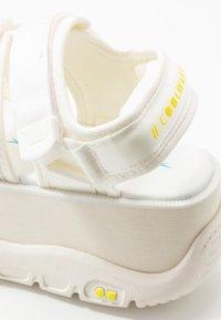 Coolway - CALID - Korkeakorkoiset sandaalit - white - 2