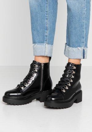 TESA - Botines con cordones - black