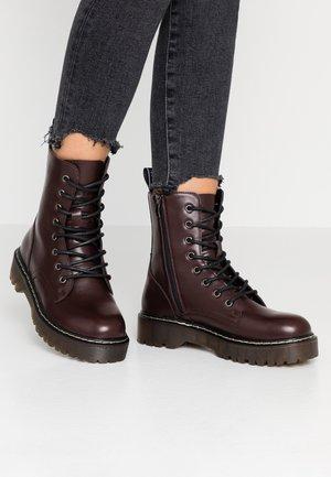 CARDY - Platform ankle boots - burgundy