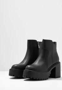 Coolway - BORNISE - Kotníková obuv na vysokém podpatku - black - 4