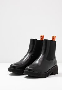 Coolway - RUMIE - Platform ankle boots - black - 4