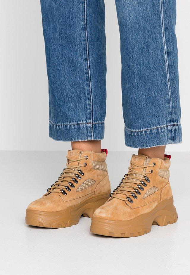 GUNT - Boots à talons - mustard