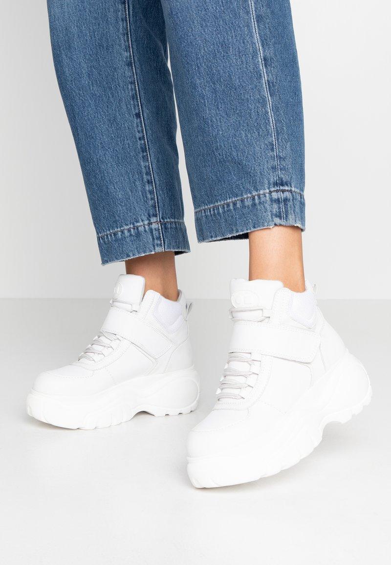 Coolway - HESTI - Sneakersy wysokie - white