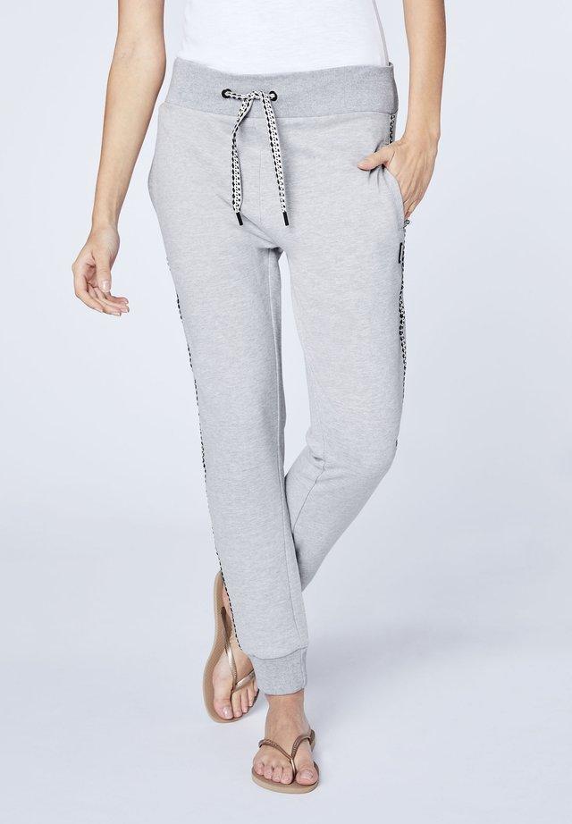 MIT ELASTISCHEM BUND - Tracksuit bottoms - grey