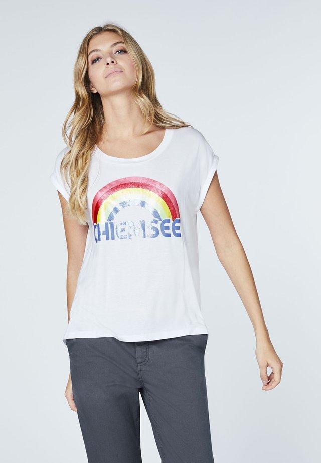 MIT REGENBOGEN PRINT - Print T-shirt - white