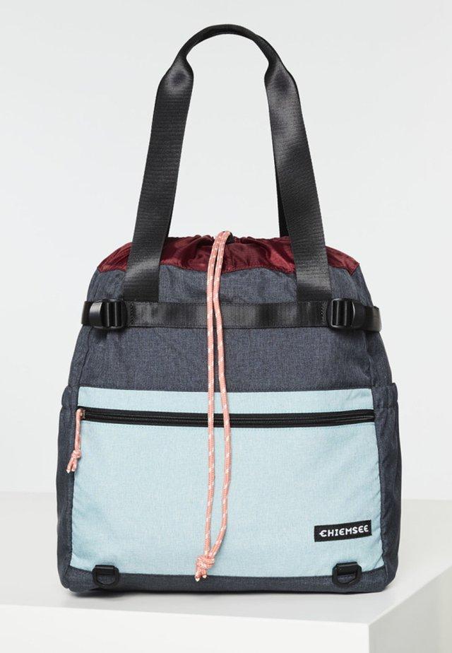 MIT KORDELZUG UND KOMPRESSIONSRIEMEN - Sports bag - black