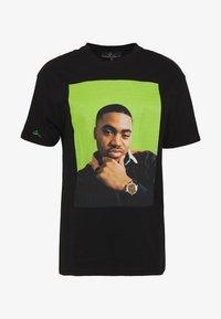 Chi Modu - QUEENS - T-shirt imprimé - black/green - 4