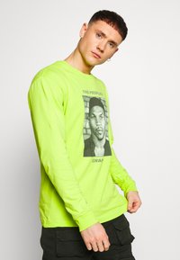 Chi Modu - THE PEOPLES CHAMP 2 - T-shirt à manches longues - neon green - 0