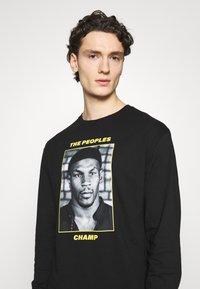 Chi Modu - THE PEOPLES CHAMP 2 - Top sdlouhým rukávem - black/yellow - 3