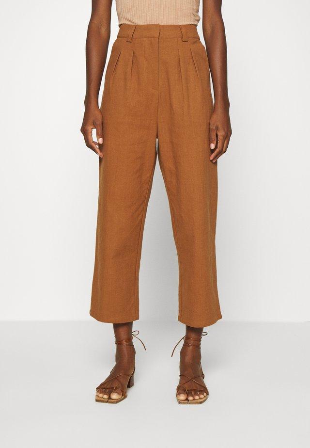 7/8 PANT - Kalhoty - brown