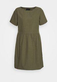 Casa Amuk - BOX DRESS - Denní šaty - olive - 0