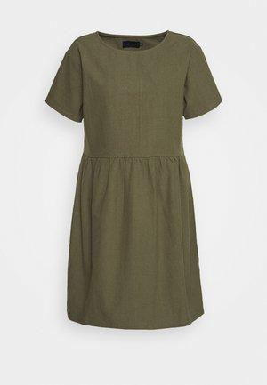 BOX DRESS - Denní šaty - olive