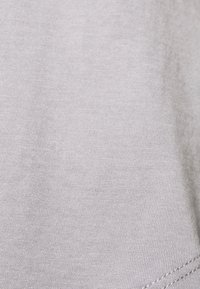 Casa Amuk - SADDLE HEM - T-shirt - bas - grey - 2