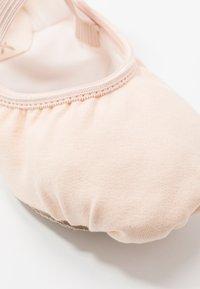 Capezio - BALLET SHOE HANAMI - Sportschoenen - light pink - 2