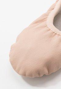 Capezio - BALLET SHOE  - Gym- & träningskor - pink - 2