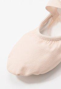 Capezio - BALLET SHOE HANAMI - Chaussures d'entraînement et de fitness - pink - 2