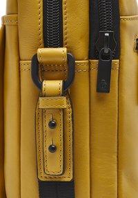 Castelijn & Beerens - Briefcase - yellow - 3