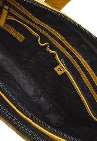 Castelijn & Beerens - Briefcase - yellow - 4