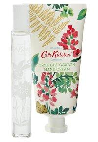 Cath Kidston Beauty - TWILIGHT GARDEN ROLLERBALL PERFUME & HAND CREAM SET - Bath and body set - - - 1