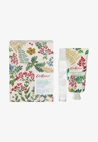 Cath Kidston Beauty - TWILIGHT GARDEN ROLLERBALL PERFUME & HAND CREAM SET - Bath and body set - - - 0