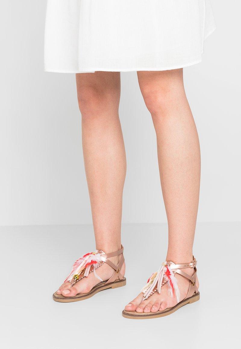 Cassis côte d'azur - AVIA - T-bar sandals - champagne