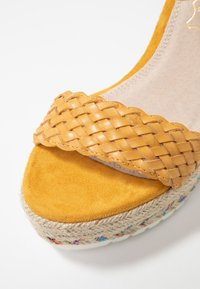 Cassis côte d'azur - CASSANDRA - Korolliset sandaalit - jaune - 2