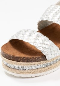 Cassis côte d'azur - JANELLE - Korkeakorkoiset sandaalit - argent - 2