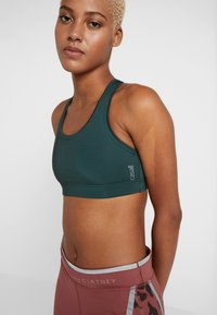 Casall - ICONIC SPORTS BRA - Sports-bh'er - turning green - 4