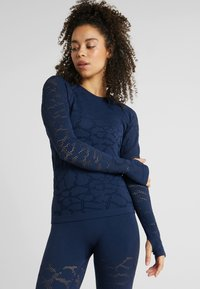 Casall - CASALL SEAMLESS STRUCTURE LONG SLEEVE - Long sleeved top - pushing blue - 0