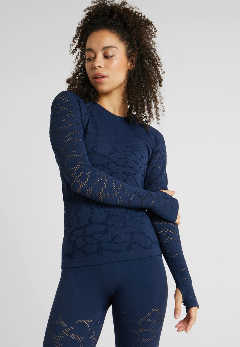 Casall - CASALL SEAMLESS STRUCTURE LONG SLEEVE - T-shirt à manches longues - pushing blue