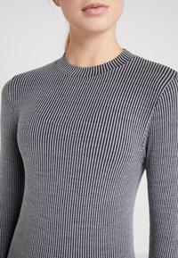 Casall - LONG SLEEVE - Langærmede T-shirts - black/grey - 5