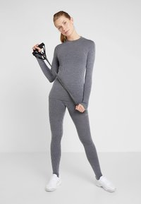 Casall - LONG SLEEVE - Langærmede T-shirts - black/grey - 1