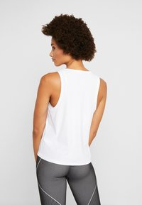 Casall - VISION SILKY MUSCLE TANK - Toppe - white - 2