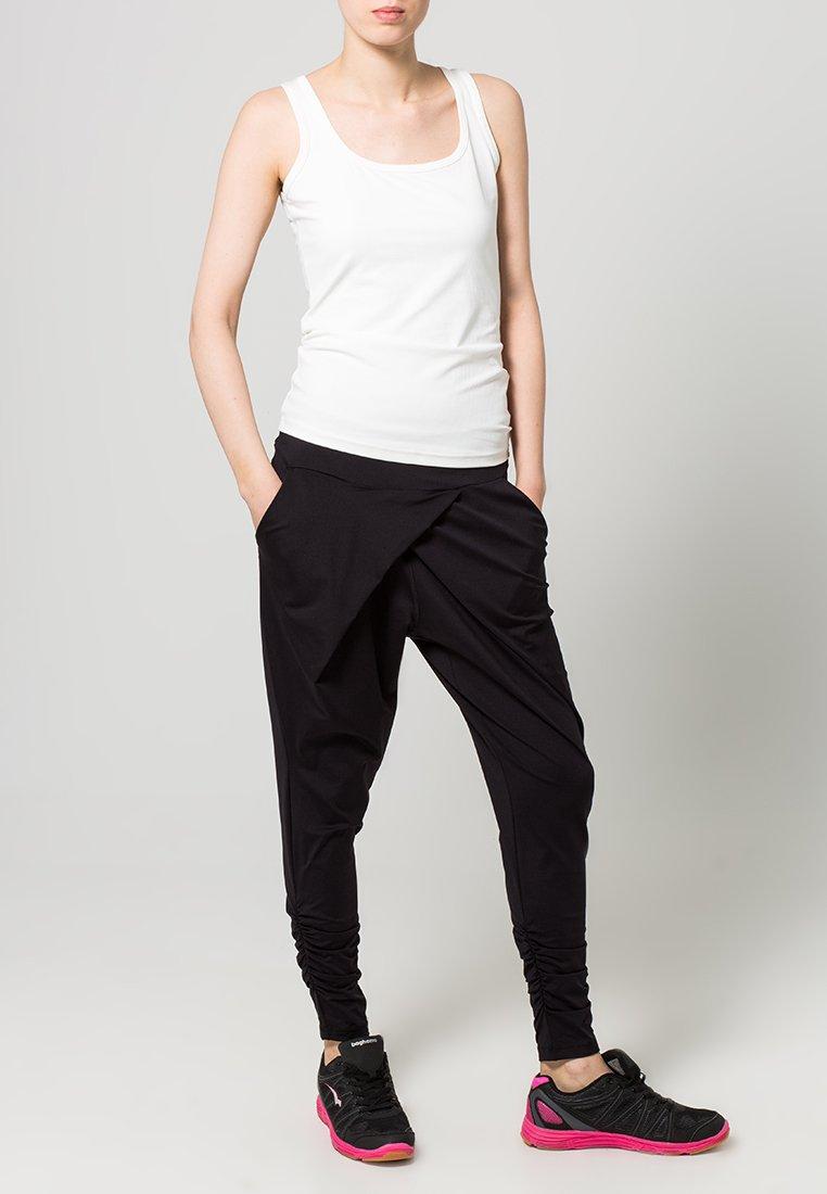 Casall - FLOW - Pantalones deportivos - black