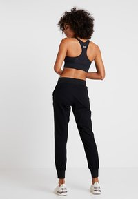 Casall - COMFORT PANTS - Jogginghose - black - 2
