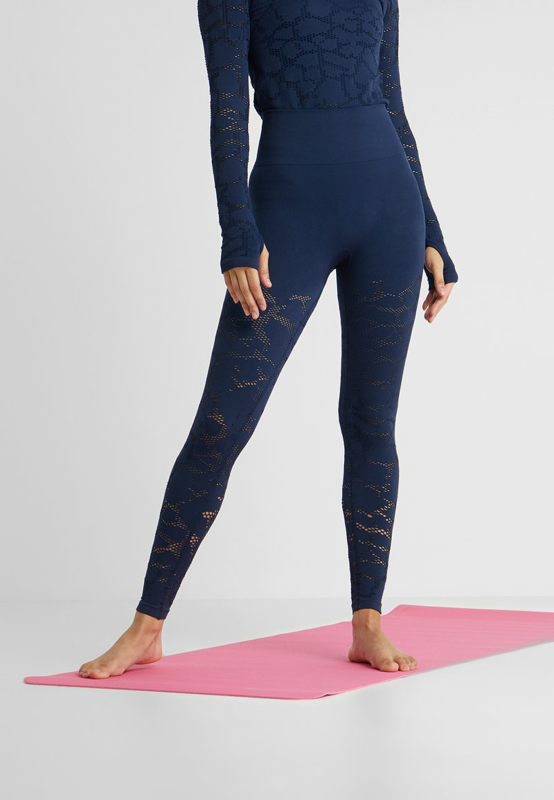 Casall - CASALL SEAMLESS STRUCTURE TIGHTS - Leggings - pushing blue