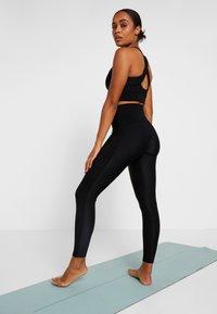 Casall - VISION SHINY HIGH WAIST - Legging - black - 2