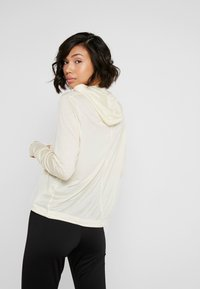 Casall - LIQUID HOOD - Långärmad tröja - core white - 2