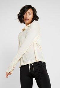 Casall - LIQUID HOOD - Långärmad tröja - core white - 0