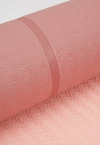 Casall - YOGA MAT POSITION 4MM - Fitness / Yoga - calm red/energy pink - 3