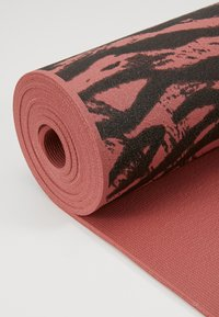 Casall - EXERCISE MAT CUSHION 5MM - Fitness / Yoga - calming red - 3