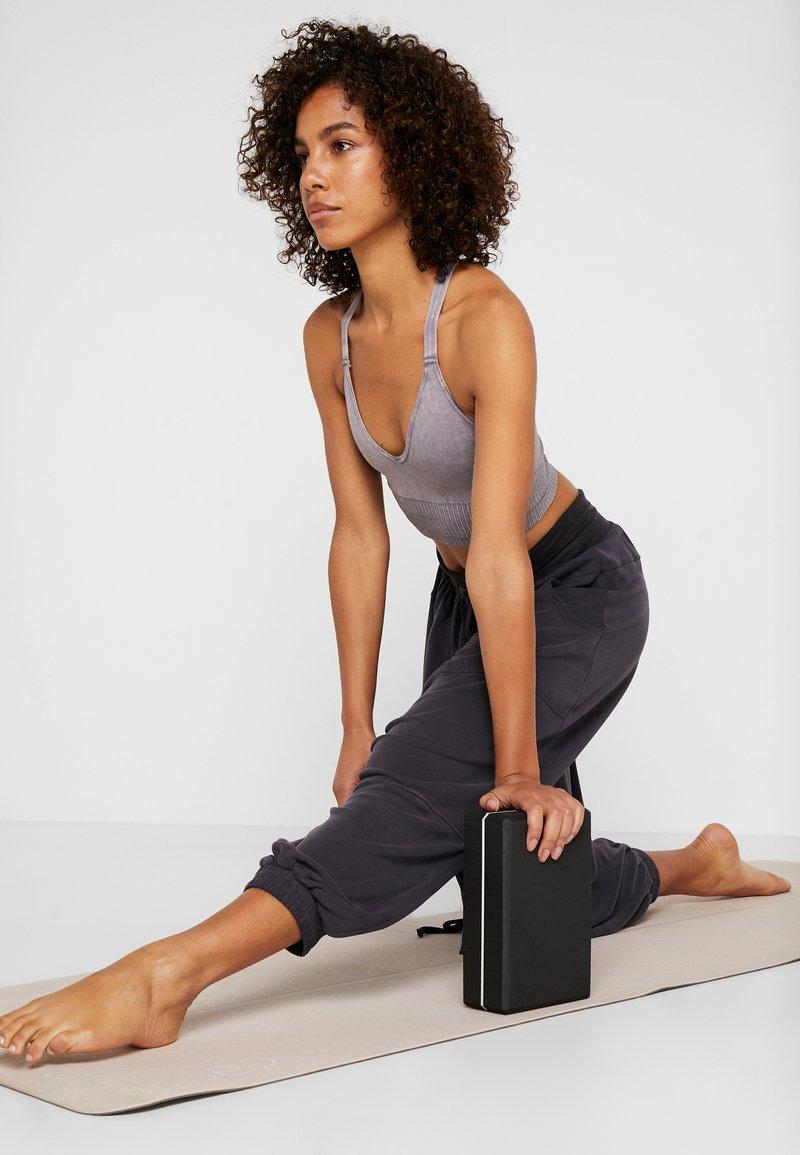Casall - YOGA BLOCK - Equipement de fitness et yoga - black/white