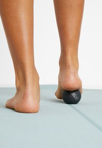 Casall - PRESSURE POINT BALL - Fitness / Yoga - black - 2
