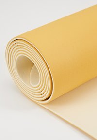 Casall - CASALL EXERCISE MAT 3MM - Fitness / yoga - golden yellow/core white - 4