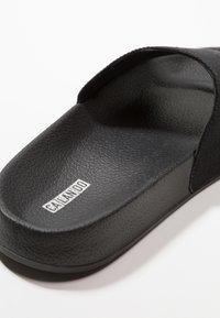 CALANDO - Pantofle - black - 2