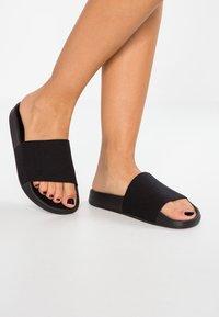CALANDO - Pantofle - black - 0